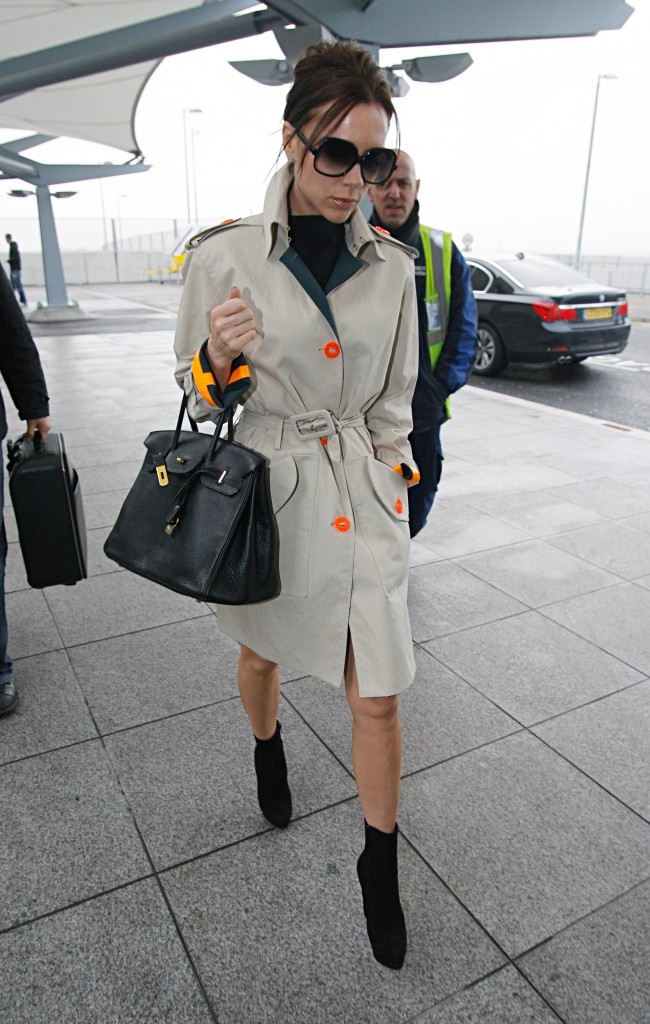 75428_celebrity-paradise.com-The_Elder-Victoria_Beckham_2010-01-21_-_arrives_at_Heathrow_Airport_1132_122_171lo[1]