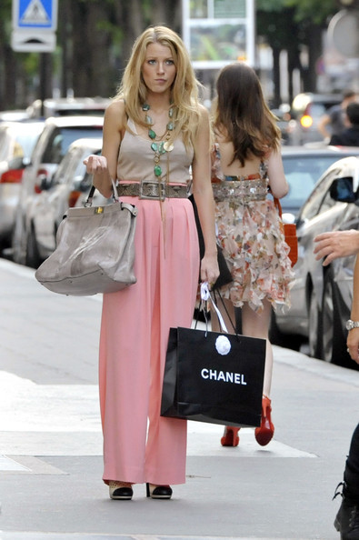 Blake+Leighton+film+outside+Chanel+i_zMsLS93-jl