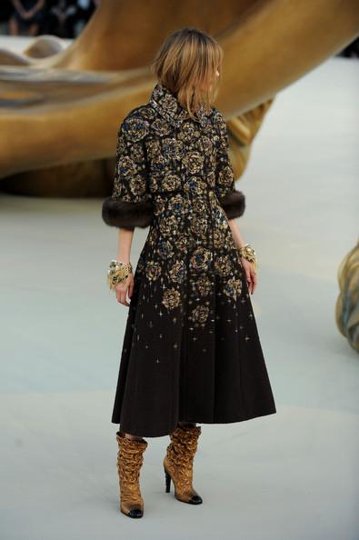 Chanel+Runway+PFW+Haute+Couture+F+W+2011+37bo6iL3FQQl