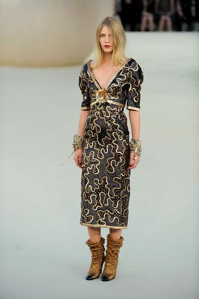 Chanel+Runway+PFW+Haute+Couture+F+W+2011+9uyzNBAtqpLl