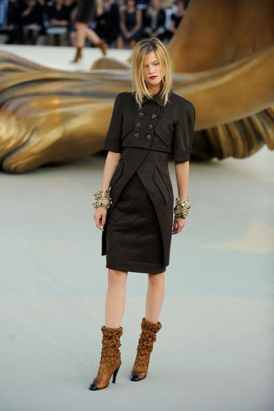 Chanel+Runway+PFW+Haute+Couture+F+W+2011+FRR09DkHmfal
