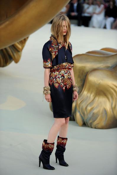 Chanel+Runway+PFW+Haute+Couture+F+W+2011+SXJs5Mgt8b5l