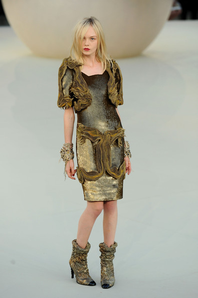 Chanel+Runway+PFW+Haute+Couture+F+W+2011+oOnN7dQ_UvQl