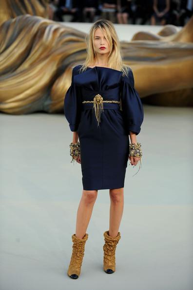 Chanel+Runway+PFW+Haute+Couture+F+W+2011+qPWHXGvlnc-l