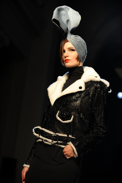 Jean+Paul+Gaultier+Runway+PFW+Haute+Couture+ukuWlVoabG-l