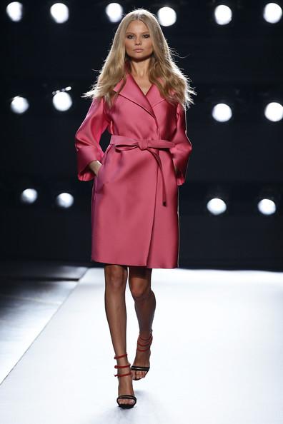 Ferre+Milan+Fashion+Week+Womenswear+2011+ixrxaVkZY1Cl