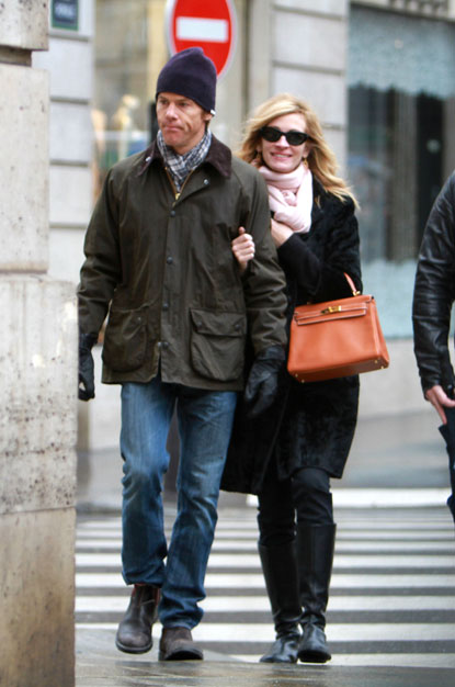 Julia Roberts in Paris with her Hermes Kelly bag