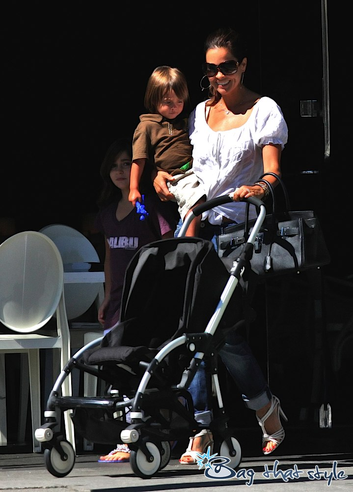 brooke-burke-rocks-a-jpg-birkin-during-family-time-002