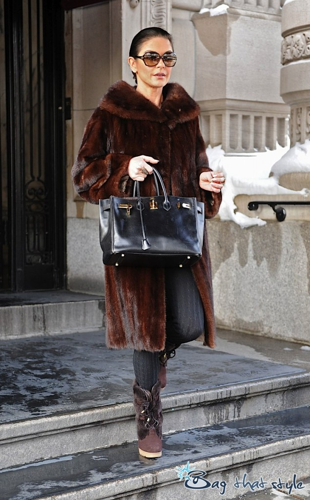 catherine-zetajones-is-a-birkin-fanatic-but-those-boots-gotta-go-001
