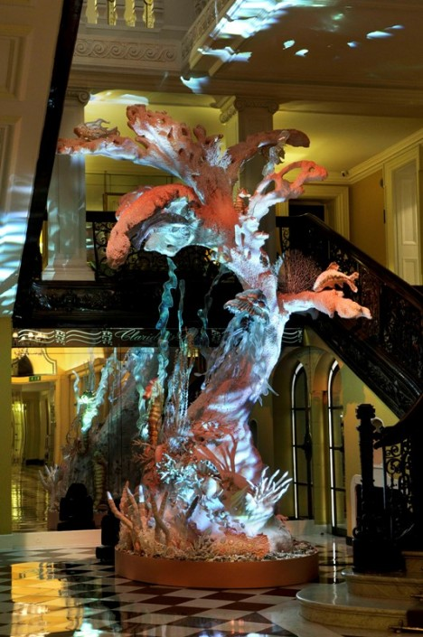 claridges-christmas-tree-by-john-galliano-for-dior-1-468x705