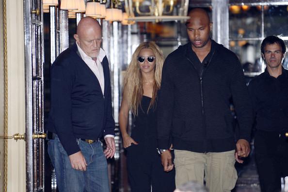 Beyonce+Knowles+jumpsuit+wearing+Beyonce+smiles+u-stZRB-wIvl