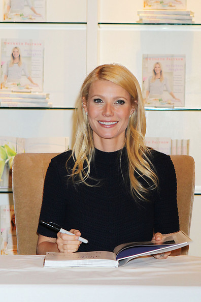 Gwyneth+Paltrow+Gwyneth+Paltrow+Book+Signing+Np-Q8PtrzSSl