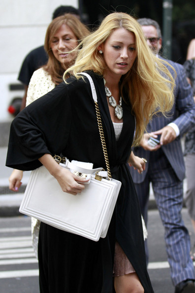 leggy+Blake+Lively+accessorised+white+Chanel+JP_8Rk13Zc7l