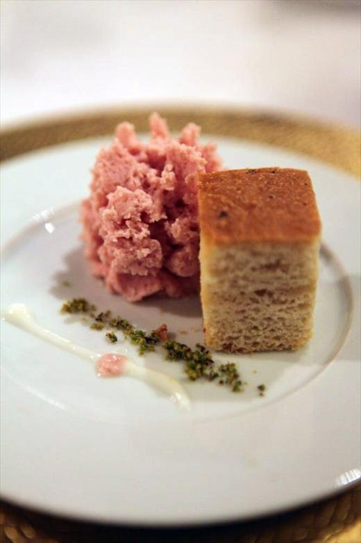 http://www.osteriafrancescana.it/