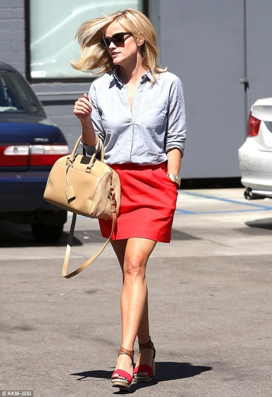 Reese Whiterspoon with Classic Duffle Saint Laurent bag