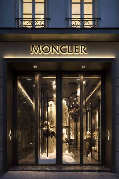 Moncler, Paris