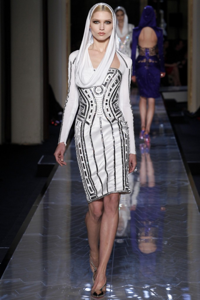 atelier-versace-fall-2014-couture-04_180756164135