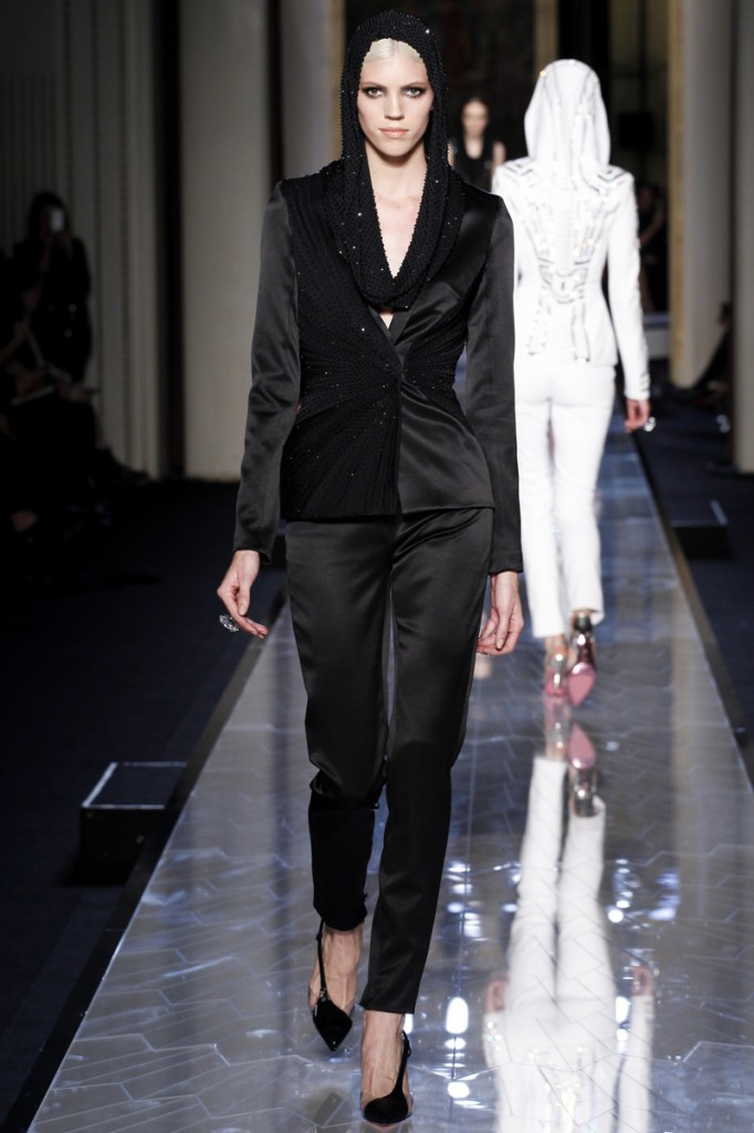 atelier-versace-fall-2014-couture-06_180758539427