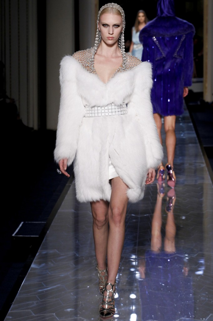 atelier-versace-fall-2014-couture-13_180804914075