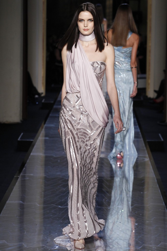 atelier-versace-fall-2014-couture-30_180818873748
