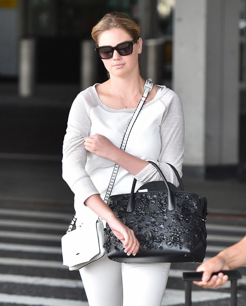 Kate-Upton-Dior-Bar-Bag-Rag-and-Bone-Enfield-Mini-Bag-3