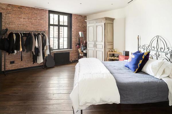 Kirsten-Dunst-Manhattan-Penthouse-533-CANAL-STREET-SOHO-New-York-04