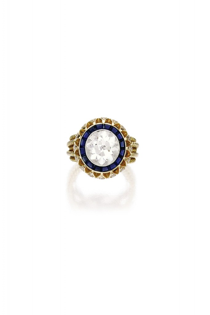 mary-kate-olsen-engagement-ring-vogue-6mar14-sothebys_b