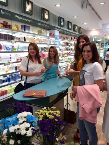 Rochas, perfumería Júlia Zaragoza con floristería Zentro.