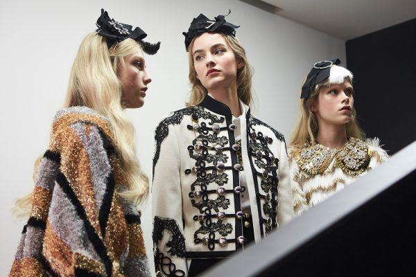 dolce-and-gabbana-fall-winter-2016-17-women-fashion-show-backstage-28