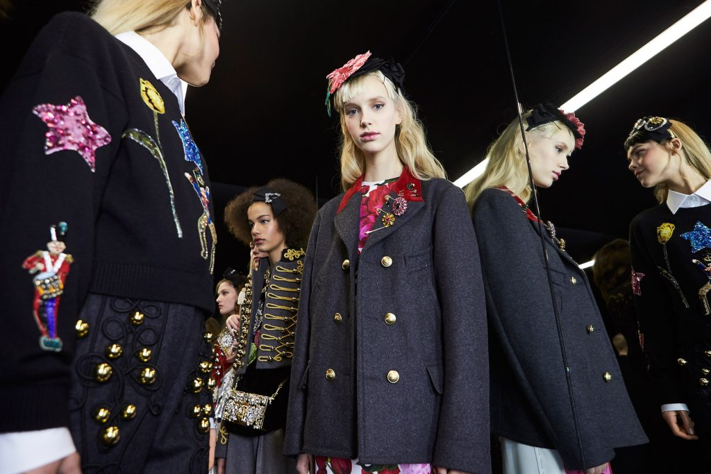 dolce-and-gabbana-fall-winter-2016-17-women-fashion-show-backstage-54