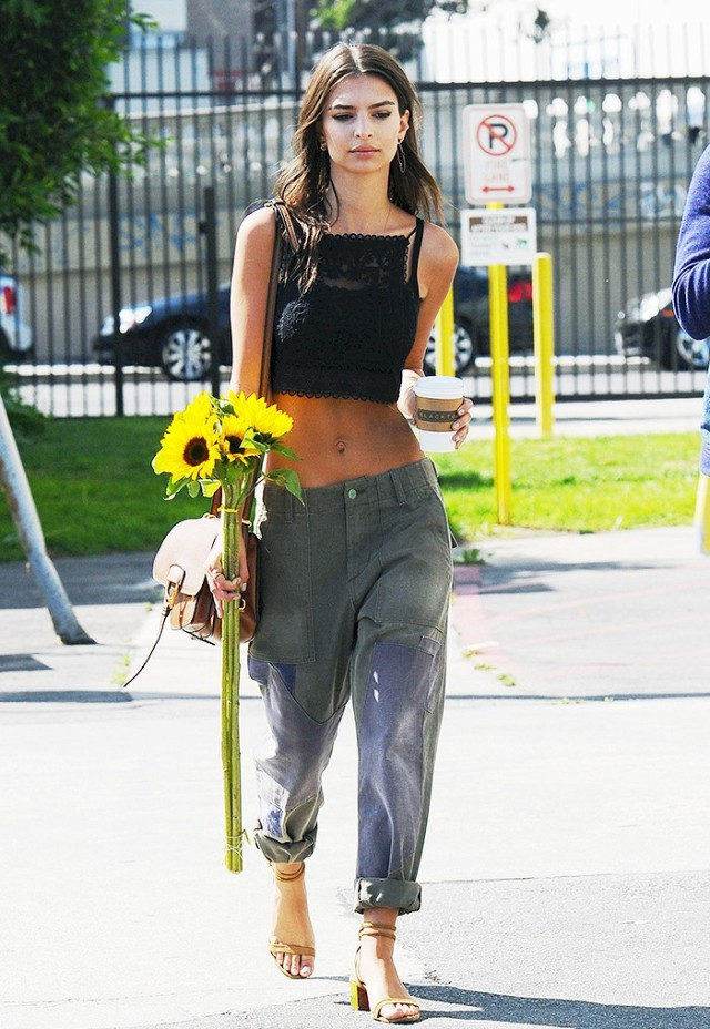 Emily Ratajkowski with Dahlia bag